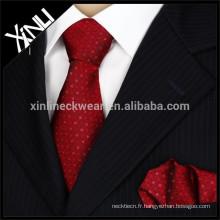 Le minion tissé par soie de mode des hommes parfaits de noeud de 100% marque la cravate de noms
