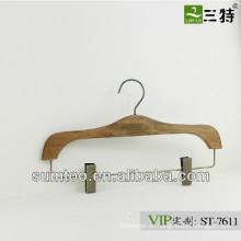 SUMTOO 7611 venta caliente piezas de latón antiguas perchas de madera de moda para pantalones con clips