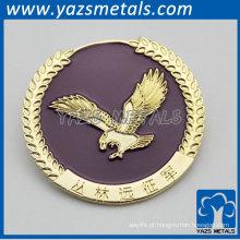emblema dourado projetado