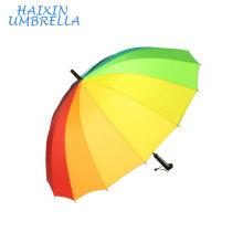 Cadeaux de marchandises Promotionnel Haute Qualité Mode Grande Taille 16 Côtes Pas Cher Publicité Rainbow Golf Parapluie avec Poignée En Plastique