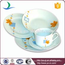 Керамическая посуда из фарфора с цветами декаль