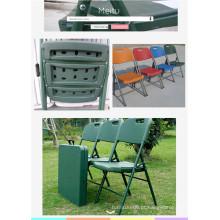 Cadeira de metal plástica de plástico usada