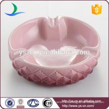 Venta al por mayor del cenicero de cerámica de encargo rosado de la buena calidad