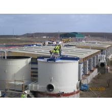 Fiberglas-Tanks auf der Baustelle