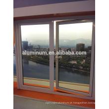 Porta de vidro com tampo superior de alumínio