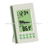 Room thermometer with temperature trend arrows