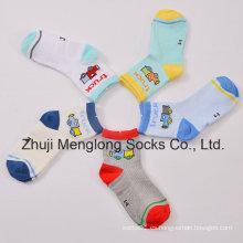 Buen Handfeel muchachos transpirable malla calcetines de algodón