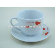 Taza de té y platillos con alta calidad