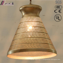 Lampe pendante creuse ronde dorée ancienne avec restaurant
