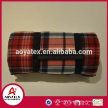 Couverture de pique-nique promotionnelle de bas prix, plier la couverture de pique-nique dans le paquet de roulement, couverture de pique-nique en plein air