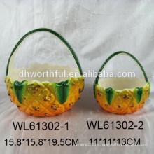 Cesta de cerámica popular con diseño de piña