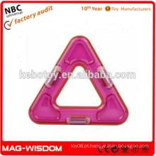Plástico ilumina triângulo tijolo ímã blocos brinquedo