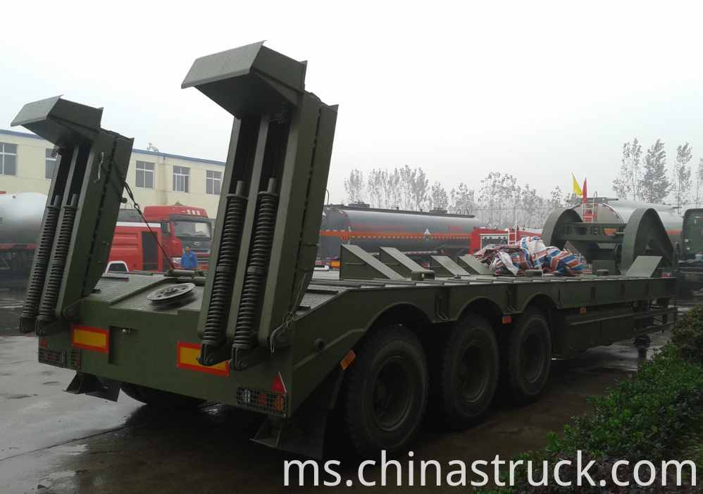 Low bed trailer transport for tank