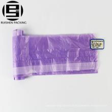 Sac à ordures en plastique avec cordon de serrage sur rouleau