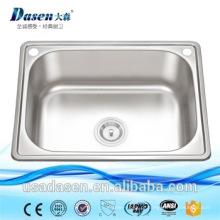 Pia do banheiro moderno portátil com água quente