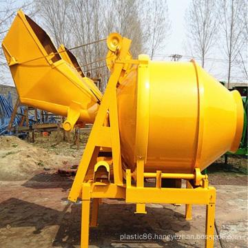 Concrete mixer - moving bucket mixer