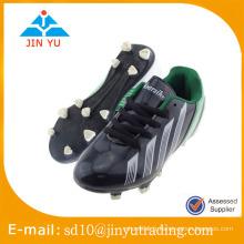 Chaussures de football de qualité et de beauté