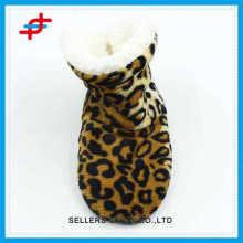 2016 neu gestaltete Winterhaus halbe Stiefel von Leopardenmuster, Goldfarbe und Modegegner tragen