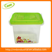 Plastic food storage container