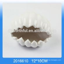 Weiße Muschel geformte keramische dekorative Aschenbecher