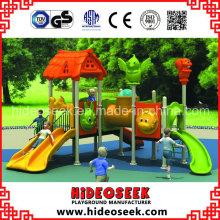Equipamento de parque de diversões com slide