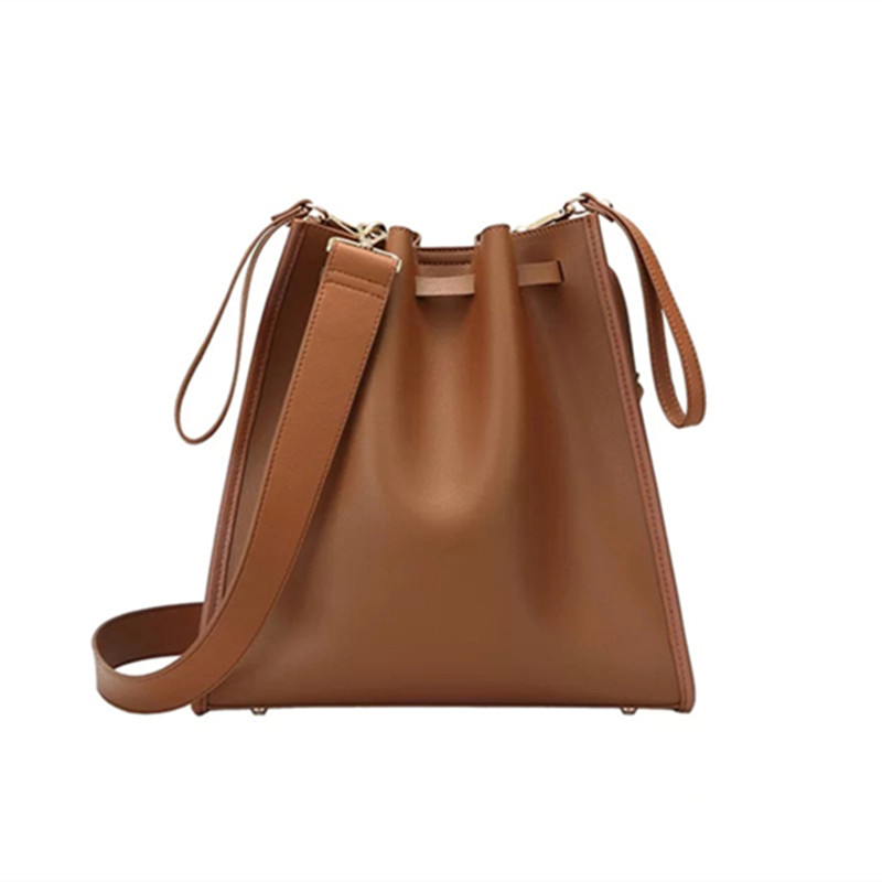 Drawstring Beam Port Shoulder Bag