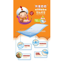 Bebê macio usando almofada de cama