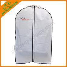 capa de vestuário de moda com janela oveal