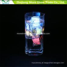 Atacado Sensor De Água Piscando LED Cubos De Gelo Incandescência Drinkable Decoração para o Casamento Do Partido Do Evento