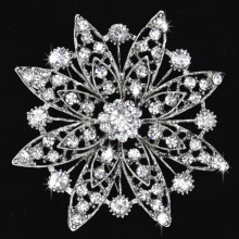 Fashion Rhodium Plated Rhinestone Alloy Flower Love Brooches Corsage Gift for women wholesale