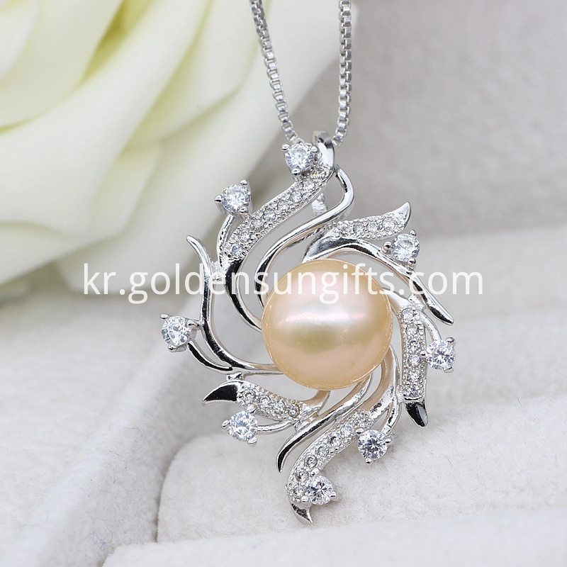 Fashion Pearl Cage Pendant