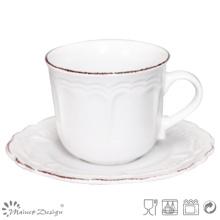 Blanc avec tasse à thé en céramique Brosse brune et soucoupe
