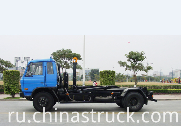 Detachable garbage container truck