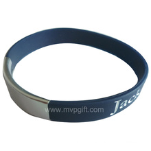 Forme el wristband del silicón con la impresión de la insignia
