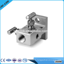 Air operated industrial oxygen 2-port manifold
