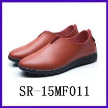 Einfache PU-Oberseiten-Injektion Schuhe Slip auf Schuhe für Männer