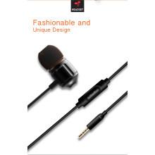 En la oreja los auriculares de 3,5 mm enchufe micrófono con cable deporte