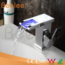 Robinet de robinet de salle de bain cascade en laiton chromé