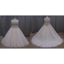 Brautkleid mit applizierten Perlen