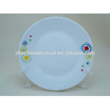 Plato de cena de porcelana de diferentes tamaños en el diseño de color