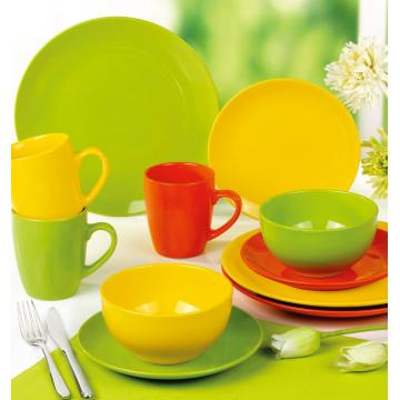 Different colors tableware ceramic plates bowls