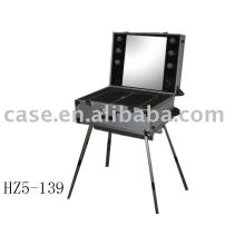 Aluminum cosmetic case with 4 legs