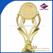 Ganador de premio de plástico de lujo taza de trofeo con su logotipo