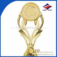 Gagnant récompense une coupe de trophée en plastique avec votre logo