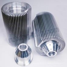 Aluminium extrudé adapté aux besoins du client usinant le radiateur d'éclairage d'éclairage de LED