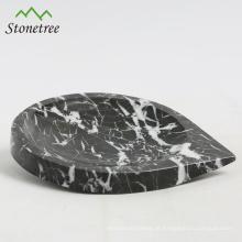Prato de salada de mármore natural com forma de coração