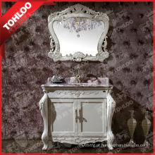 Conjuntos brancos dos armários de banheiro do marfim antigo