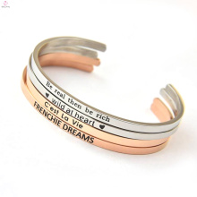 Nouvelle mode 2017 estampillé Lettre Cuff Bracelet en acier inoxydable