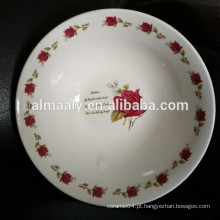Tigelas de casamento branco com rosa vermelha