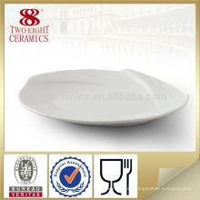 Plato de porcelana blanca plana de cerámica placa de cena ovalada ondulada venta caliente